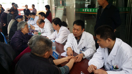 "Carrying out convenience and charity clinics service activity of ""learn from Lei Feng and send healt"